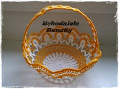 Crochet Basket Pattern, Crochet Patterns, Easter Baskets, Straw Bag, Decorative Bowls, Miniatures, Design, Crochet Decoration, Crochet Dolls