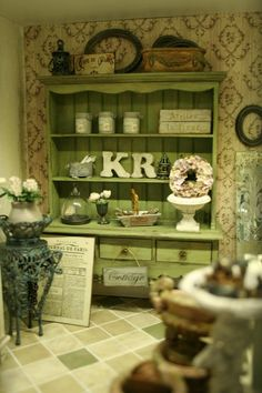 A beatiful miniature shop from Annie Fryd