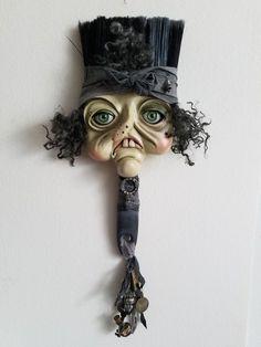 Bewitching Peddlers of Halloween – Beautiful Bizarre Magazine - Assemblage Art Paint Brush Art, Paint Brushes, Art Textile, Junk Art, Paperclay, Assemblage Art, Art Graphique, Weird Art, Recycled Art