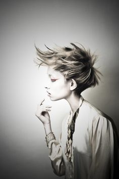 10/7 Pixie Hairstyles, Cool Hairstyles, Short Hair Cuts, Short Hair Styles, Avant Garde Hair, Corte Y Color, Edgy Hair, Hair Shows, Creative Hairstyles