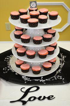 Wedding Shower Cupcakes. Like this display