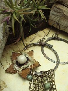 interesting circle..hammered wire...then bound with wire..  also love the flower..