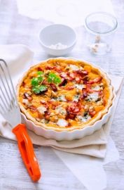 Tarte d'automne à la courge butternut et au roquefort - I'd use all walnuts instead of a mix of walnuts and chestnuts and would replace roquefort with Fourme d'Ambert