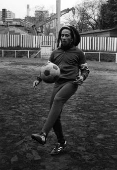 vintage everyday: Interesting Photos of Bob Marley Playing Football