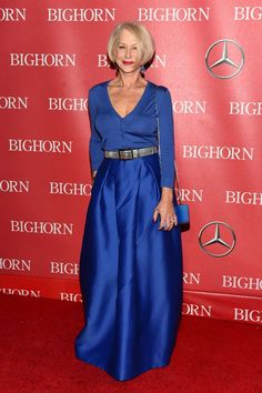 Helen Mirren in Alberta Ferretti attends the Annual Palm Springs International Film Festival Film Festival Awards Gala. Over 60 Fashion, Over 50 Womens Fashion, 50 Fashion, Helen Mirren, Palm Springs Film Festival, Dame Helen, Cute Skirt Outfits, Advanced Style, Odd Molly
