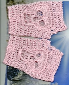 Day Of The Dead Crochet Skull Fingerless Gloves Calaveras Small to Medium Number 90... soooo want to make these!!! When I turn 30 I want to ahve a day of the dead party... What else do you do when your bday is nov 1st!!!