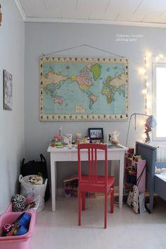 Loputonta remonttia vanhassa kaupassa, josta on tullut meidän koti. Decor, Furniture, Vanity Mirror, Vanity, Corner Desk, Home Decor, Desk, Mirror