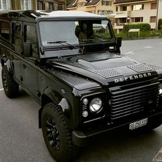 Land Rover Defender  https://www.amazon.co.uk/Baby-Car-Mirror-Shatterproof-Installation/dp/B06XHG6SSY/ref=sr_1_2?ie=UTF8&qid=1499074433&sr=8-2&keywords=Kingseye