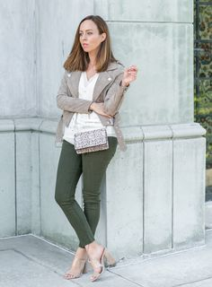 Sydne Style shows how to wear green jeans for fall in joes jeans