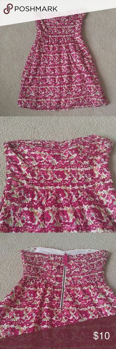 American Eagle Floral Strapless Dress Cute with pockets in front! Fits a dmall! American Eagle Outfitters Dresses Strapless