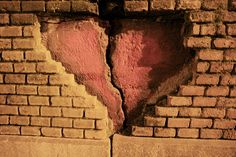 The Heart Wall. Release your emotional baggage and heartwall with The Emotion Code. I highly recommend. I practice this holistic healing therapy on myself and all my friends and family Broken Heart Pictures, Heart Broken, Old Rocking Chairs, Jar Of Hearts, Heart In Nature, Social Art, Past Relationships, Abusive Relationship, Dios