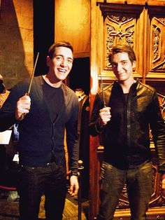 James and Oliver Phelps Harry Potter Twins, Harry Potter Actors, Harry Potter Books, Harry Potter Universal, Harry Potter World, Harry Potter Memes, Draco Malfoy, Hermione, Hot Actors