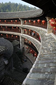 Looking into the courtyard of a Tulou (Communal Circular Mansion) in Fujian Province, China Dojo, China Architecture, Architecture Office, Classical Architecture, Futuristic Architecture, Landscape Architecture, Asia, China Travel, Chinese Culture