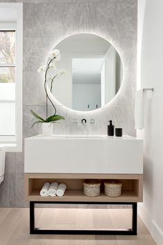 A backlit mirror? Small Bathroom Mirrors, Bathroom Sink Design, Bathroom Mirror Lights, Bathroom Design Luxury, Modern Bathroom Decor, Modern Mirror Design, Backlit Mirror, Guest Bathrooms, Powder Room Lighting