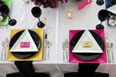 Una elegante mesa para una fiesta años 80 / An elegant table for a 1980s party