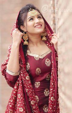 Beautiful Hijab Girl, Beautiful Suit, Beautiful Girl Indian, Beautiful Girl Image, Fancy Wedding Dresses, Designer Party Wear Dresses, Stylish Girls Photos, Stylish Girl Pic, Punjabi Girls