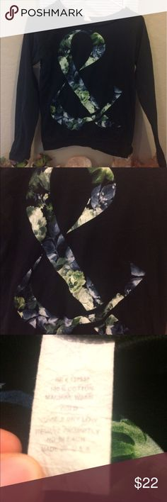 Of Mice & Men Crew Neck Tshirt cute floral of mice & men crew neck tshirt! comfy and in need of a new home! (also some leggings ill be posting that you can wear it with!)🌸 Tops Tees - Long Sleeve