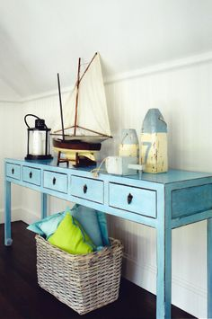 Seaside Style: turquoise console table