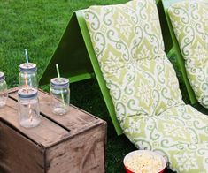 Outdoor Movie Theater Seats - Stacy Risenmay - The weather is warming up and I am excited to start having outdoor movies again. These DIY outdoor - Backyard Movie Party, Backyard Movie Theaters, Backyard Movie Nights, Outdoor Movie Nights, Wedding Backyard, Outdoor Cinema, Outdoor Theater, Theater Seating, Outdoor Seating