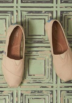 TOMS neutral classics go with just about any outfit or style, regardless of the season.