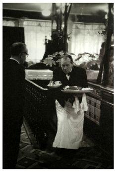 Garçon de café, 1957. Janine Niepce