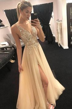 Deep V Neck Tulle Prom Dresses With Beaded Split Side Deep V Neck Tulle Prom Dresses with Beaded Split Side Related posts:Lang A-Linie Burgundy Satin Abendkleid Ballkleid mit SchlitzShiny Tulle Prom Dresses Formal Dresses. Cheap Prom Dresses, Homecoming Dresses, Sexy Dresses, Fashion Dresses, Long Dresses, Champagne Prom Dresses, Nude Prom Dresses, Cocktail Dresses, Bridesmaid Dresses