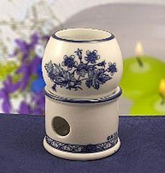【アロマポット(ハーブ)】ポットにはった水またはぬるま湯に、エッセンシャルオイルを垂らし、キャンドルの炎で熱します。 ポットは、素材の土・艶や色合い・強度など、陶器本来の質の高さを誇る高度な製造レベルによる国内(岐阜県土岐窯元)生産品です。商品ページ→ http://goodsfield.shops.net/item?itemid=12967