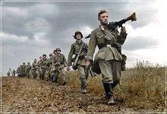 Tropas Alemanas marchan hacia el combate, Mayo de 1940, Francia.
