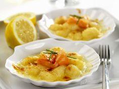 Gratinierte Gnocchi mit Räucherlachs ist ein Rezept mit frischen Zutaten aus der Kategorie Meerwasserfisch. Probieren Sie dieses und weitere Rezepte von EAT SMARTER!