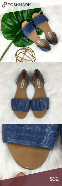 Steve Madden Taylerr Flats Steve Madden Taylerr flats in blue. Size 9. Pre-owned condition with some wear mainly on heels as pictured. A few small scuffs, please note toe as well. Still over all great condition. No box included. ❌I do not Trade 🙅🏻 Or model💲 Posh Transactions ONLY Steve Madden Shoes Sandals