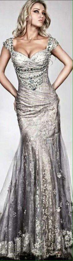 Vestido prata..decote lindo!