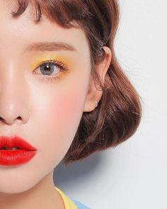 Yellow eyeshadow go so well with red lips #korean #yellow #redlips