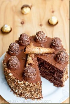 We all know how wonderful Ferrero Rocher candies are, so you don't need me telling you that this cake is good! Joes next birthday cake! Just Desserts, Delicious Desserts, Yummy Food, Baking Recipes, Cake Recipes, Dessert Recipes, Rocher Torte, Ferro Rocher Cake, Cool Birthday Cakes