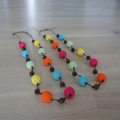 Crochet necklace tutorial by Kvalitid, in Danish.