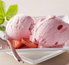 How To Make StrawBerry Ice Cream?In this article we will tell you step by step how to make the strawberry with the help of ice cream maker Ice Cream Diet, Mint Ice Cream, Strawberry Ice Cream, Ice Cream Flavors, Ice Cream Recipes, Strawberry Smoothies, Fruit Sorbet, Fruit Ice, Strawberry Cakes