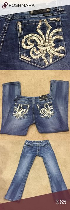 Miss Me jeans JE80113BR bootcut sz 30 Miss Me jeans JE80113BR bootcut sz 30. Dark wash with light colorings. Fleur de lis pattern on back pockets with cream leather rhinestones and delicate chains. These are preloved in good condition. Small amount of wear in pic 3 at very top left inner leg. Not noticeable at all when wearing. Recently dry cleaned. Fabulous jeans! Inseam 28 outseam 37. Miss Me Jeans Boot Cut