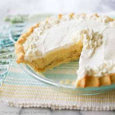 Today is National Banana Cream Pie Day! Let's celebrate with a look at these 10 yummy banana cream pie recipes! Yummy banana custard with cream topping. Banana Cream Pies, Banana Pie, Pie Dessert, Dessert Recipes, Dessert Ideas, Just Desserts, Delicious Desserts, Cream Pie Recipes, Easy Homemade Recipes