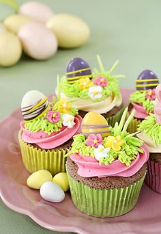 Adorable cupcakes that you would not want to eat them! Looking so tasty that's purposely made for Easter Holiday Treat. If you want to make your holiday perfect, Easter Egg Cupcakes Holiday Treat is the best for you. Oster Cupcakes, Egg Cupcakes, Chocolate Cupcakes, Cupcake Cakes, Spring Cupcakes, Easter Bunny Cupcakes, Easter Treats, Easter Cake, Easter Eggs