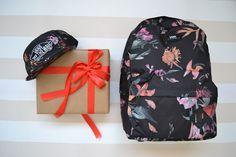 Regalos chico mochila & gorra Vans. #idea #regalo #vans #bag  https://www.zapatosmayka.es/es/catalogo/complementos/vans/bolsos-unisex-bandolera/mochila/084060156752/vans-m-old-skool-ii-backp