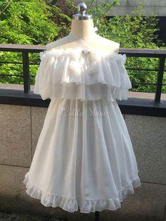 Glamourös Lolita Kleid mit U-Halsausschnitt und kurzen Ärmeln Lolita Brautkleid und Falten in Weiß