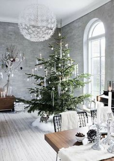 40+ Fascinating Living Room Christmas Decoration Ideas check this out http://elenaarsenoglou.com/42-fascinating-living-room-chri…/ #christmas #decoration #livingroom #myblogmylife #elenaarsenoglou