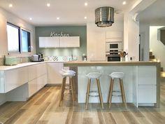 & & & & Crdence in cement tiles for gayer the kitchen ! Kitchen Interior, Interior Design Living Room, Kitchen Decor, New Kitchen Designs, Modern Kitchen Design, Conservatory Kitchen, Small Kitchen Storage, Scandinavian Kitchen, Stylish Kitchen