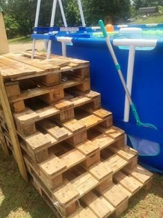 Stacked Pallet Steps for Swimming Pool - 50+ DIY Pallet Ideas That Can Improve Your Home | Pallet Furniture #palletoutdoorfurniture