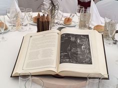 Centerpiece of the readers, in a rustic wedding