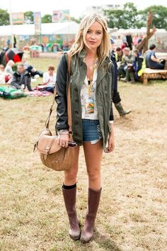 Laura Whitmore Photos - Laura Whitmore poses in the guest hospitality area during day 1 of the Glastonbury Festival at Worthy Farm on June 2014 in Glastonbury, England. - Atmosphere at the Glastonbury Festival Festival Chic, Festival Looks, Festival Mode, Music Festival Fashion, Festival Wear, Festival Clothing, Fashion Music, Laura Whitmore, Fashion Weeks