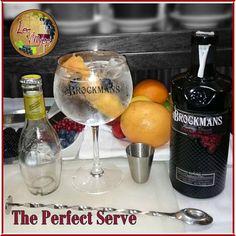 The Perfect Serve.  Brockmans Gin con Schweppes Heritage twist de pomelo rosa y 2 arándanos.  Te apetece? Tras la comida o la cena pídetelo... ;-)