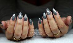 Gelnails done by Franziska Christensen at www.fanzis.com #silver #silvernails #gunmetal #beautifulnails #nails #gelnails #fanzis #glitternails