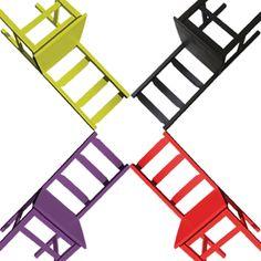 Silla retro, minimalista, inspirada en los años 50 y decorada al estilo POP ART, reinterpretación del estilo sobrio y sencillo un diseño actual exclusivo de Artcromo, una silla que rompe barreras y se introduce en el mundo del color, contraste y modernidad sin saturar el volumen.