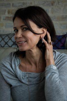 Zeitlos schön. Die Elegant Pearl Earrings unterstreichen den eleganten Stil der Schauspielerin Gerit Kling optimal.