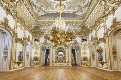 Liechtenstein Palace in Wien, Austria Baroque Architecture, Beautiful Architecture, Beautiful Buildings, Beautiful Places, Beautiful Scenery, Vienna Austria, Photography Backdrops, Party Photography, Adventure Is Out There